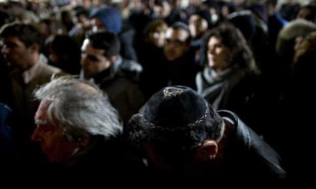 Israelis in Tel Aviv tribute to Paris attack victims