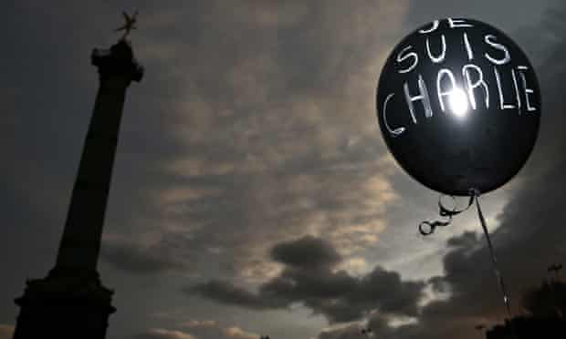 "A balloon reading ""Je suis Charlie"" in Paris"