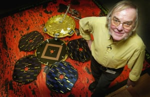 Planet scientist Colin Pillinger with a model of Beagle 2 in 2003.