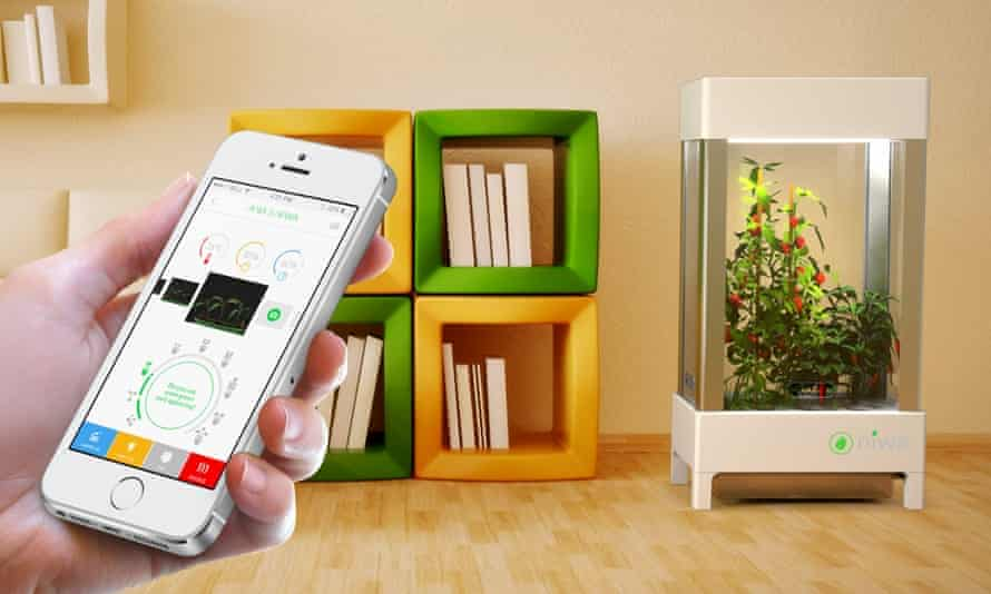 Smartphone-controlled hydroponics system