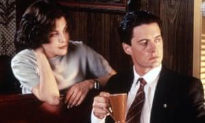 Sherilyn Fenn and Kyle MacLachlan in Twin Peaks