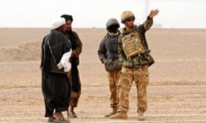Afghan interpreter helps Prince Harry in Helmand province