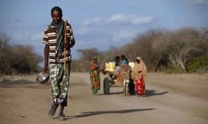 Somalis fleeing war and famine in 2011 to seek refuge in Dadaab.