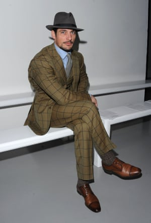 New day, new suit, it's Gandy all alone on the Frow at Katie Eary at 11.47