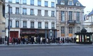 Queue for Charlie Hebdo near Bastille, Paris
