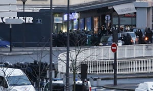 Police storm the kosher supermarket