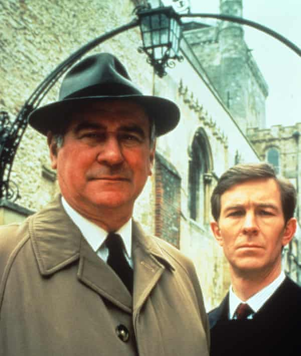George Baker as Detective Chief Inspector Wexford with Christopher Ravenscroft as Detective Mike Burdon in in The Wexford Mysteries.