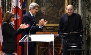 Mayor of Paris Anne Hidalgo and John Kerry applaud a performance by James Taylor at City Hall in Paris