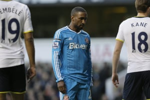 A dejected Jermain Defoe's return to the Premier League against his old team doesn't go to plan as Tottenham take the lead in their 2-1 victory over Sunderland.