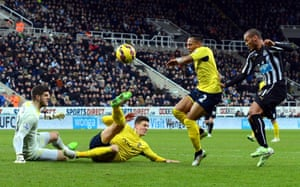 Yoan Gouffran scores for Newcastle United, but its not enough as Elia's double strikes earn Southampton all 3 points as the game finishes 1-2 at St James' Park