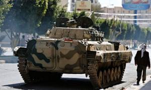 Yemen Shia Houthi fighters near presidential palace