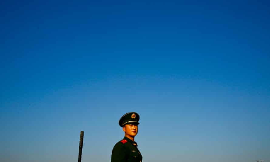 A Chinese People's Liberation Army (PLA) soldier stands on clear day after Beijing imposed new measures try to keep pollution level low during the APEC summit week in Beijing, China, 9 November 2014. Factories have been ordered to stop working and a license plate system alternating even and uneven numbers to be allowed on the roads each day.