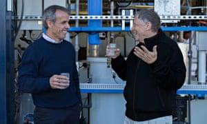 Bill Gates tests drinking water