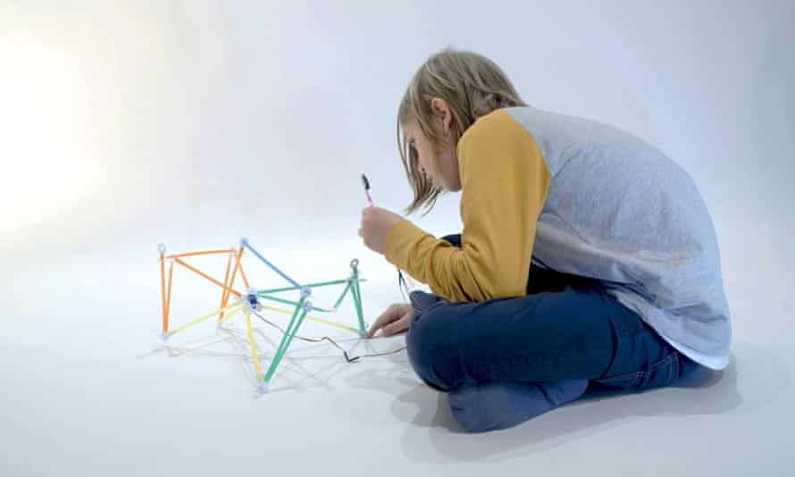 The Quirkbot controller can be used to build robots using 'regular drinking straws and a little bit of imagination'