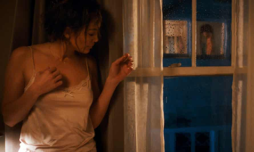 Jennifer Lopez twitches the curtains.