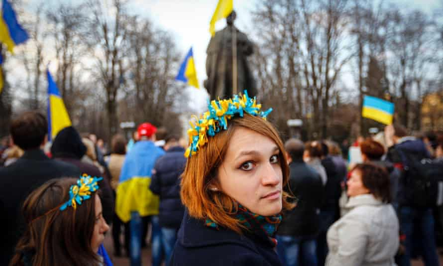 A woman wearing a national flower crown at a pro-Ukrainian rally in Luhansk, eastern Ukraine, in April 2014