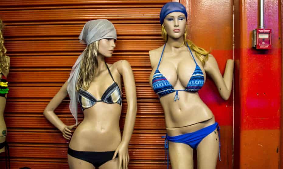 mannequins bikinis