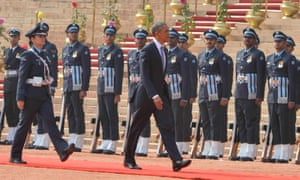Obama arrives at the presidential palace.