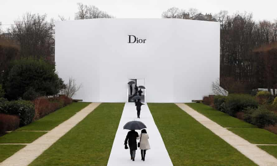 People arrive to attend Christian Dior 2015 haute couture spring-summer collection fashion show in Paris.