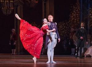 Natalia Osipova (Tatiana) and Bennet Gartside (Prince Gremin)