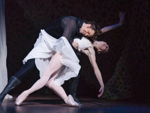 Natalia Osipova (Tatiana) and Matthew Golding (Onegin)