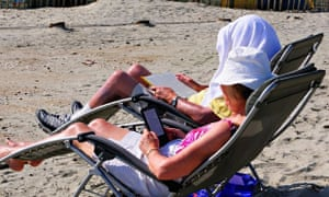 The ebook is dead long live the ebook books the guardian back to books on the beach not just yet photograph gary blakealamy fandeluxe Image collections