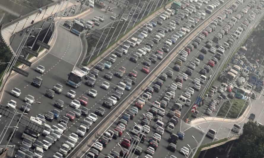 Heavy traffic in Nanjing, Jiangsu province Number of motor vehicles in China reaches 233 million - 18 Jul 2012