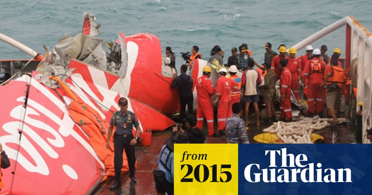 AirAsia captain left seat to fix computer problem before jet lost