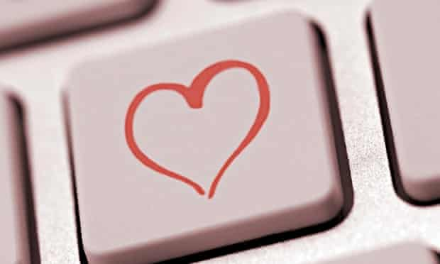 Heart shape on a computer keyboard, symbolic image for internet dating