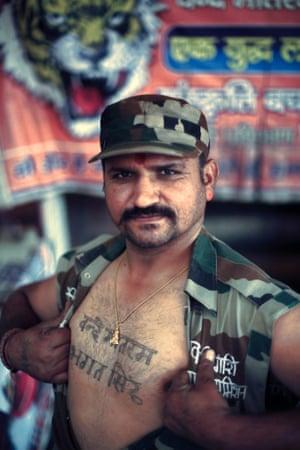 Vijaykant Chauhan shows of his tattoo