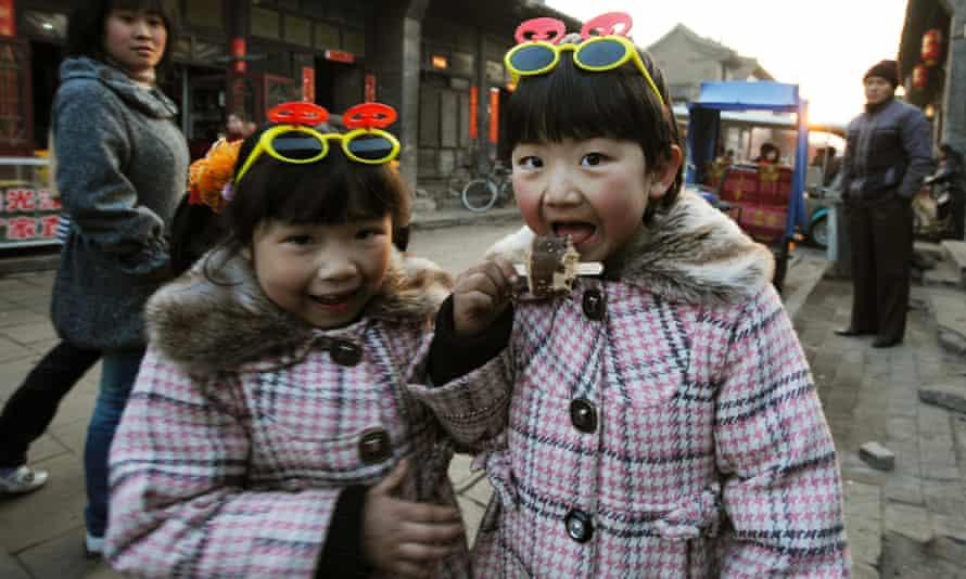 children eating ice cream china