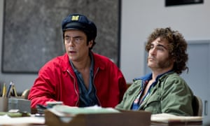 Benicidio del Toro, left, one of the many familiar faces in Inherent Vice.