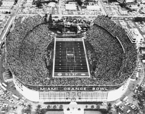 1969 Some 75,389 supporters fill the Miami Orange Bowl for the Super Bowl between the Baltimore Colts and the New York Jets, which the Jets won 16-7