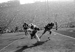 Miami Dolphins' Jim Mandich takes in a Bob Griese pass near the goal line during the second quarter of Super Bowl VII