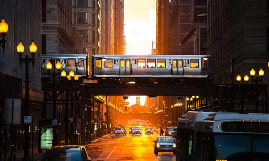 Sunset in the Chicago Loop district.