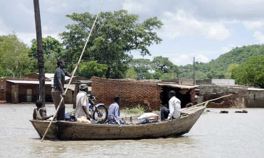 Fishermen transport villagers with their belongings across floodwaters in Phaloni, southern Malawi, Thursday, Jan 22, 2015. Malawi has been affected by flooding caused by heavy rains, with scores of people having died and some 200,000 displaced.