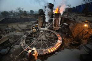 Since China launched its Action on Air Pollution local governments have been shutting down smaller outdated steel plants. While small-sized blast furnaces that are energy-intensive and highly polluting were shut down a while ago elsewhere, they are still booming in She county, Jingdian town.