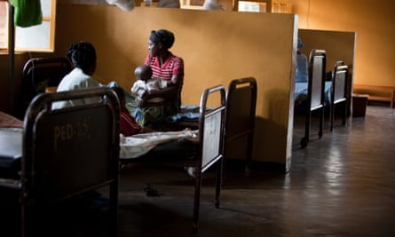 Recovering children with mothers in a pediatric malaria ward in Butare.