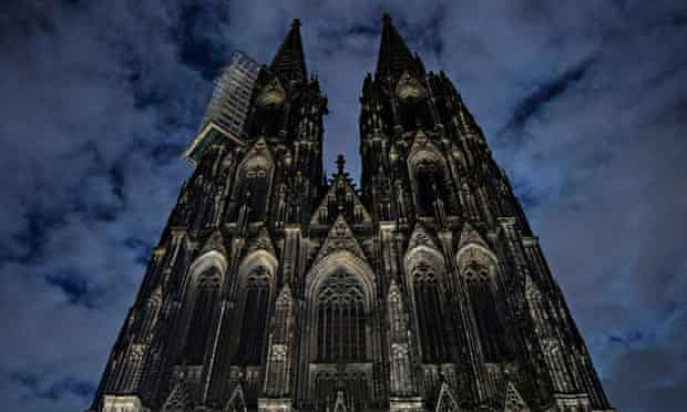 The lighting of the Cologne cathedral is switched off to make a statement against racism during protests against the far-right Pegida party.