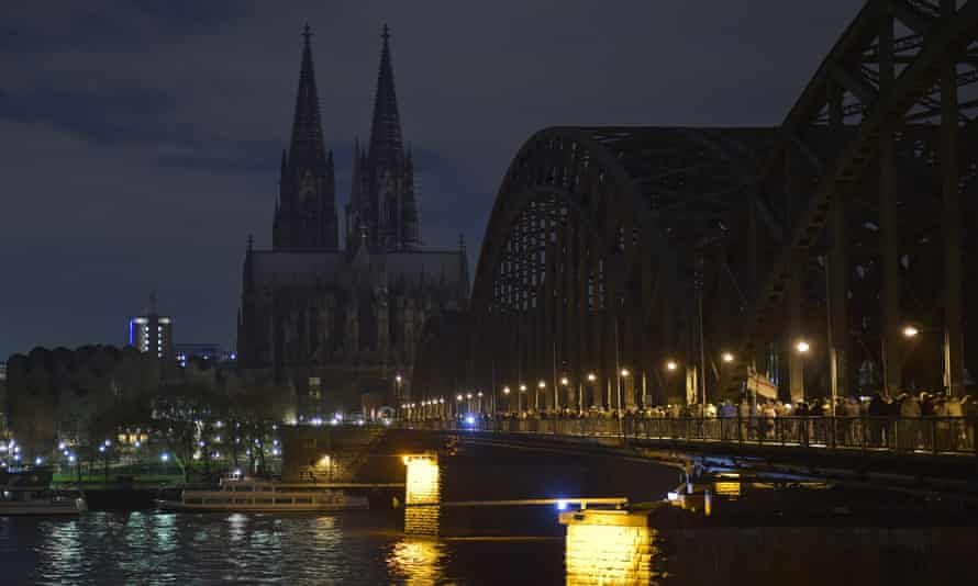 The illumination of Cologne cathedral is turned off in protest at a rally called by Pediga
