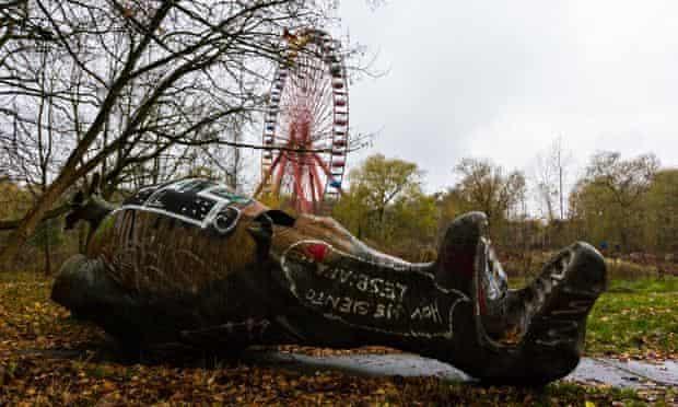spreepark berlin dinosaur ferris wheel