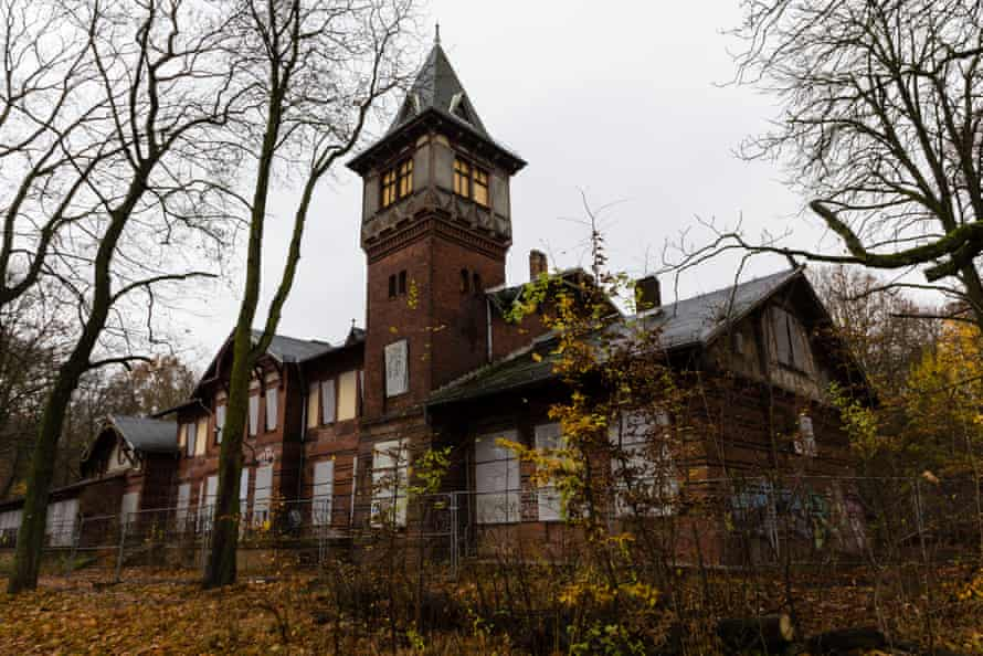Spreepark's hen house, the Eierhäuschen.