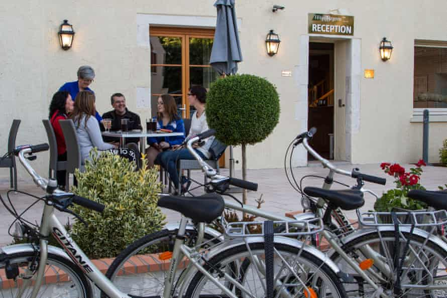 Cyclists on the terrace of a hotel in Sully-sur-Loire, France, which has Accueil Vélo (cycle friendly) accreditation.