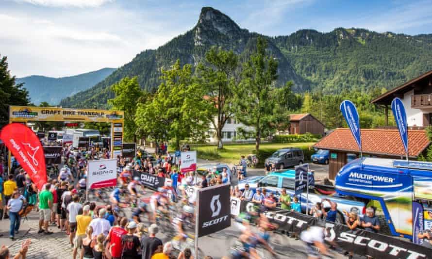 Start Craft BIKE Transalp powered by Sigma 2014, Stage 1 Oberammergau-Imst, 98.70 km, 2,2155 metres in elevation gain - (c) Henning AngererBIKEMountainbikeOberammergauRadsport - cyclingStartTransalp