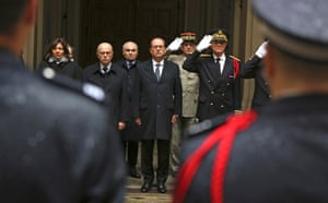French President Francois Hollande, centre, Interior minister Bernard Cazeneuve, second left, Paris mayor Anne Hidalgo, left, and Paris police prefect Bernard Boucault, right, stand for a minute's silence at Paris préfecture de police