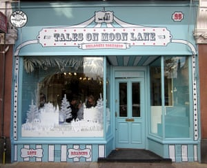 PINCEL-talesonmoonlane1_lr.jpg Business as usual handpainted signs for Cities