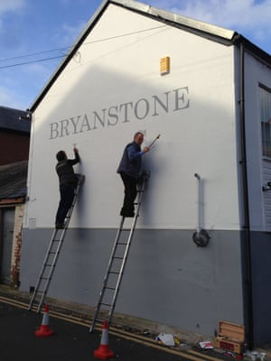 Signblanks-father&son.jpg Business as usual handpainted signs for Cities
