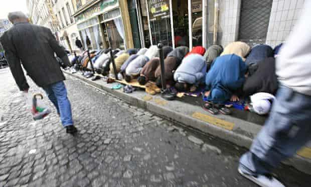 Muslims Praying on Paris idewalk