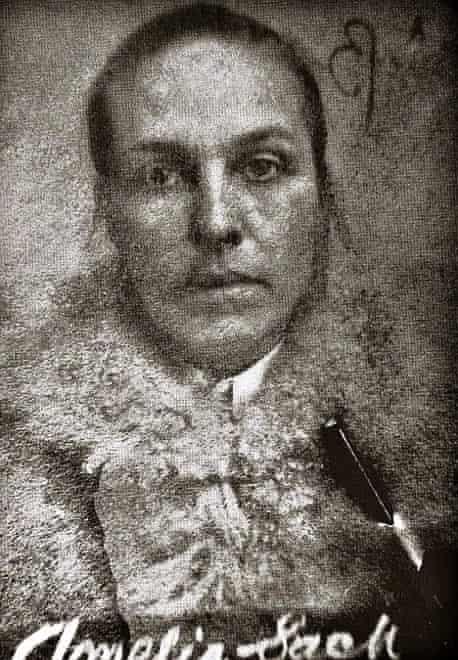 Harriet Evans story, Amelia Sach