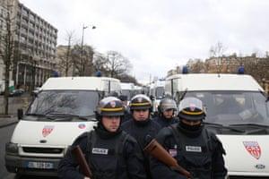 Armed police arrive at Porte de Vincennes